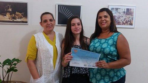 (A professora Durcilene Martinatti, a estudante Jennyfer Caroline Silva e a professora Danyele Ramos Bissoni)