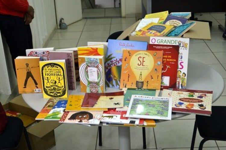 Biblioteca de Cosmópolis recebe grande doação de livros