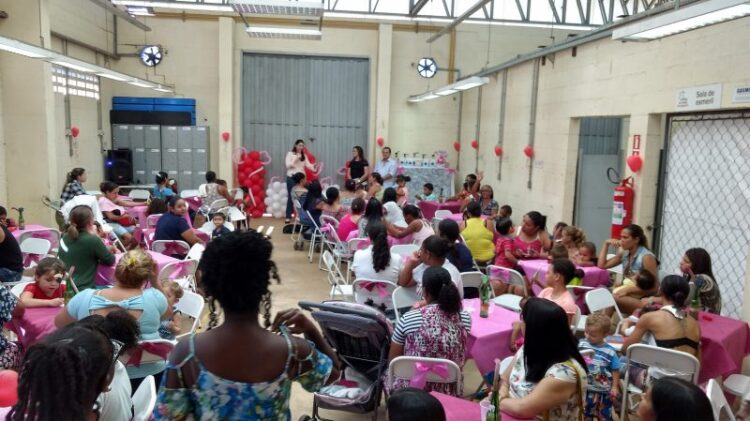 CRAS realiza café da tarde em comemoração ao dia das mães
