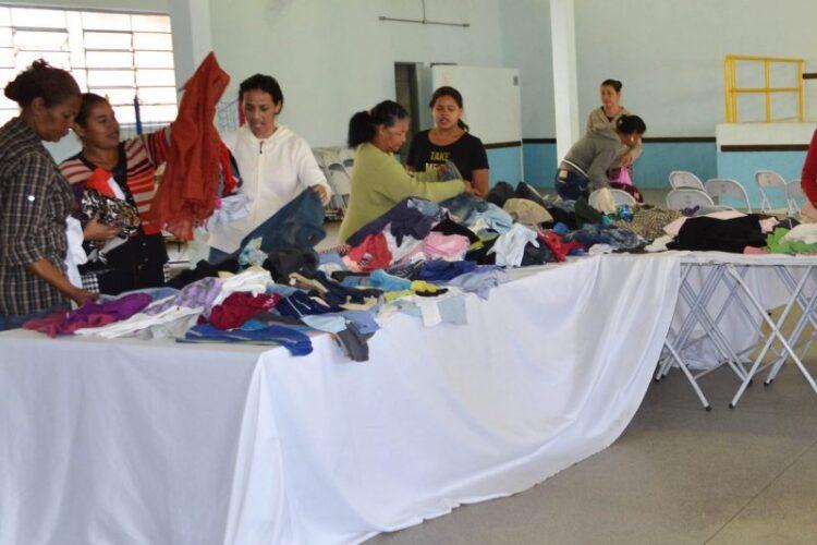 Campanha do Agasalho 2017 entrega roupas para famílias de alunos da APAE
