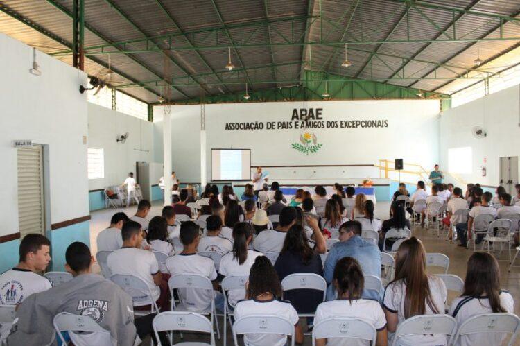 Primeiro Simpósio Municipal de Acessibilidade e Inclusão Social é realizado no salão da APAE