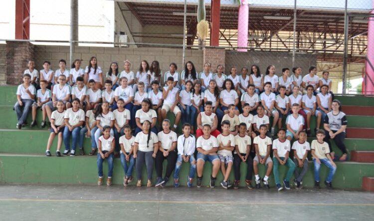 Alunos das Escolas Municipais de Ensino Básico visitam unidades escolares em que vão continuar os estudos no próximo ano letivo