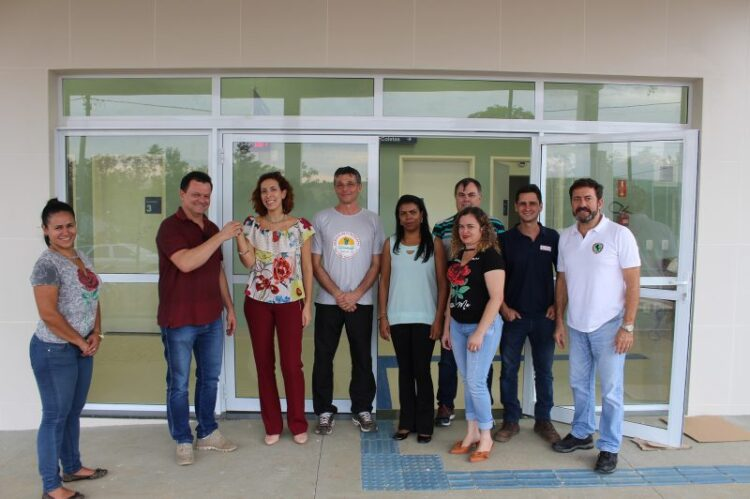 """Prefeitura recebe as chaves da Unidade Básica de Saúde """"Dr. Henrique Scursoni Neto"""""""