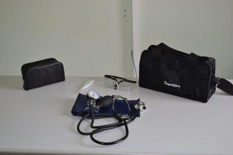 Secretaria de Saúde distribui kits para profissionais da rede pública de Cosmópolis