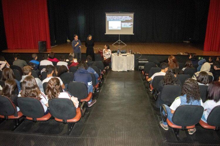 "Palestras sobre ""fake news"" agita escolas de Cosmópolis"