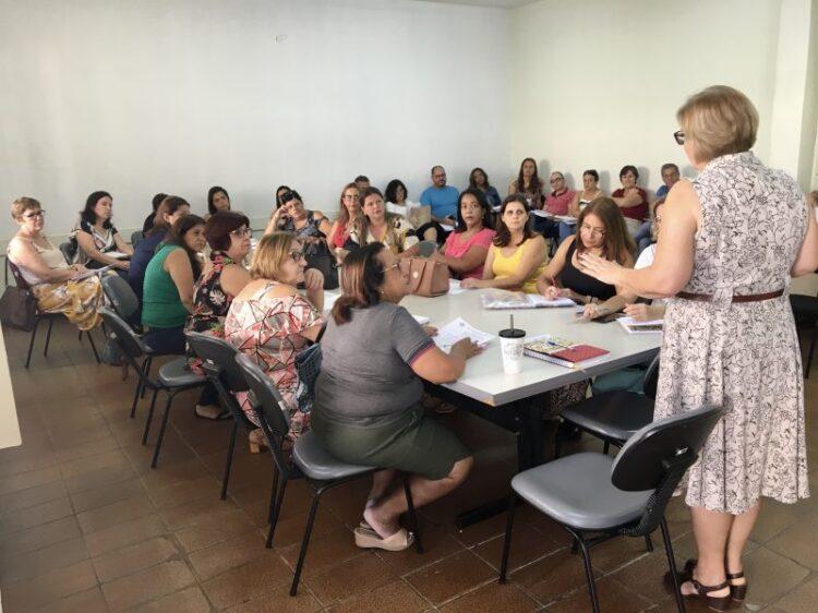 CORONAVÍRUS: SECRETARIA DE EDUCAÇÃO PROMOVE REUNIÃO COM DIRETORES DE CRECHES E ESCOLAS MUNICIPAIS