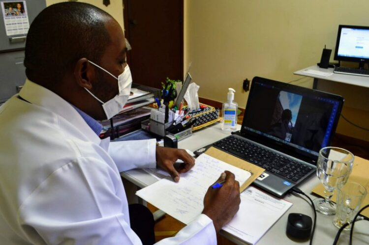 Núcleo de Educação em Saúde de Cosmópolis realiza teleatendimento