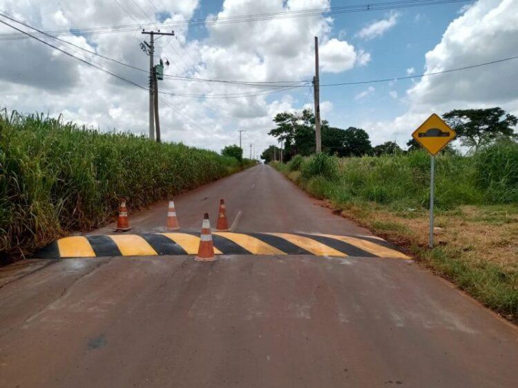 A pedido de moradores, Departamento de Trânsito instala lombadas e placas de sinalização
