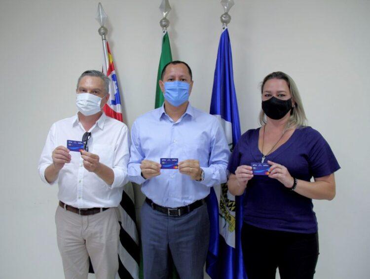 Prefeitura e Secretaria de Indústria e Comércio lançam cartão do Banco do Povo