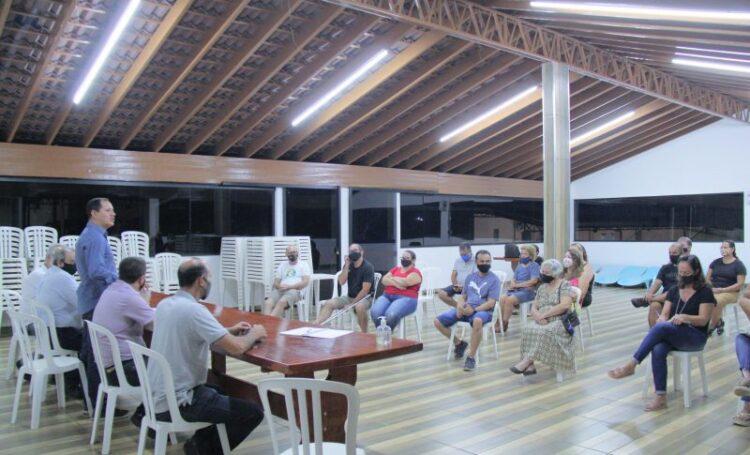 Prefeito participa de reunião com Associação dos Moradores Laranjeiras 2