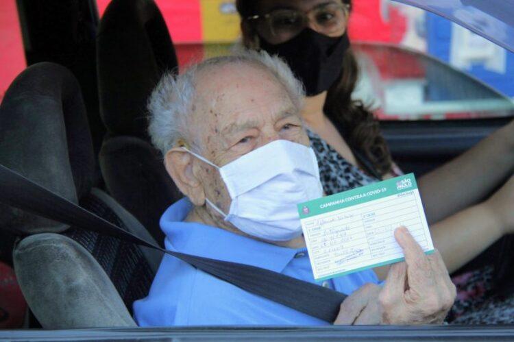 Vacinação para idosos acima de 90 anos começa hoje