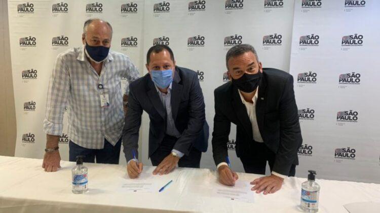 Prefeito de Cosmópolis assina convênio de cooperação do Programa Cidade Legal