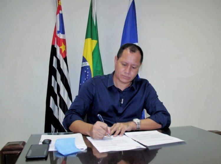Prefeito formaliza intenção de integrar consórcio para compra de vacina contra Covid-19