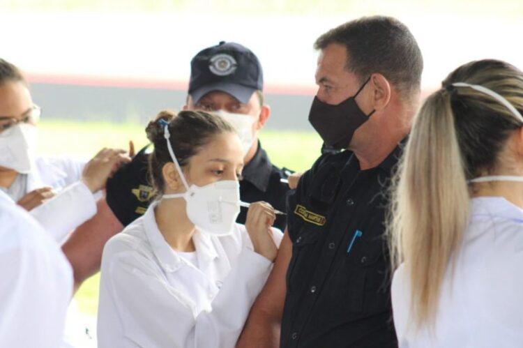 Cosmópolis inicia a vacinação de agentes de segurança contra o coronavírus