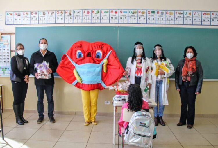 Prefeito realiza entrega do Kit Escolar e Higiene Bucal (Boquita)