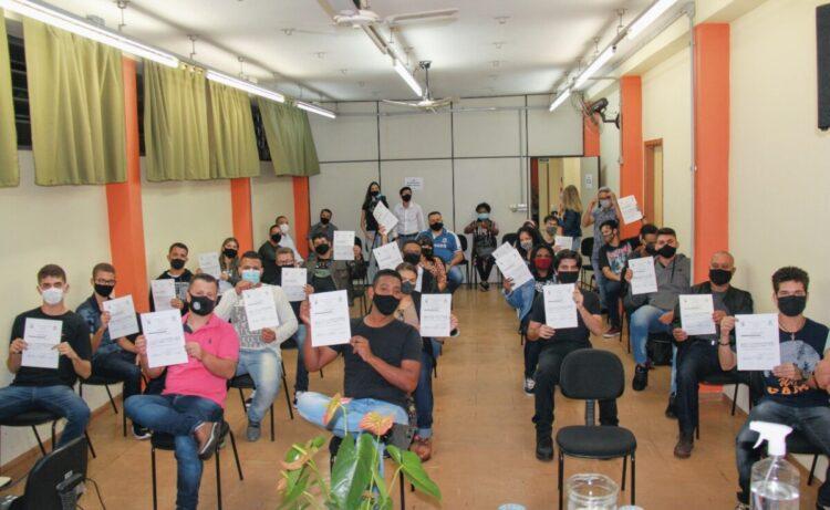 EMEP Milton Frungillo realiza formatura de cursos gratuitos