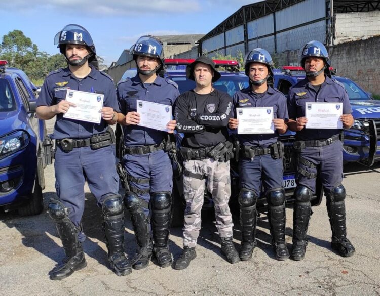 Policiais municipais participam de Instrução de Controle de Distúrbios Civis e uso de armamento menos letal