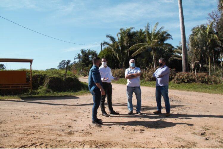 Prefeito, vereador e secretário visitam Uirapuru para avaliar demandas do bairro