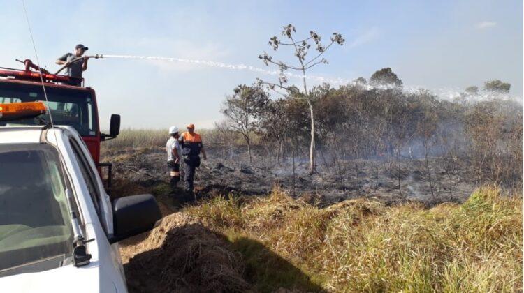 Defesa Civil é acionada para combater dois incêndios